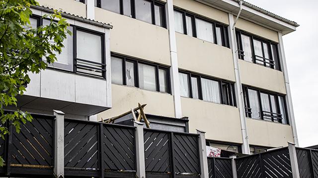Det er denne boligblok, der skal klimarenoveres som prøveblok. Foto: Hanne Kokkegård, DTU Compute, juni 2021.